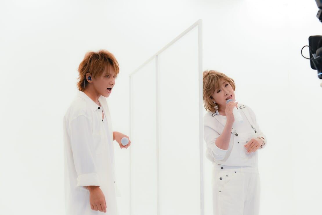 小林幸子と松岡充が新曲「しろくろましろ」を歌う