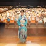 市川由紀乃が東京国際フォーラムで無観客リサイタルを開催。客席には音楽業界初の写真パネルを設置