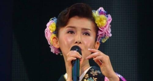 小桜舞子が地元でデビュー20周年のコンサート「とても幸せ」