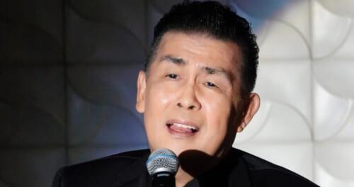 角川博が45周年を記念するショーを開催。緩急をつけたエンターテイメント。笑いと歌でファンを惹きつけた