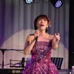 花咲ゆき美、恒例のアコースティックライブ開催。新曲「雪窓」もドラマチックに披露