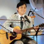 三山ひろしが生配信ライブ。ギターの弾き語りを初披露