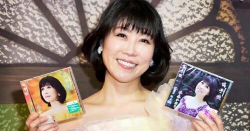 水森かおりが新曲キャンペーンで「鳴子峡」を初披露。都内のCDショップから生配信
