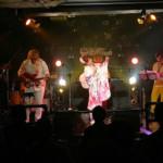大沢桃子が今年初めてステージに立ち、「ファンキー・モンキー・ベイビー」!!