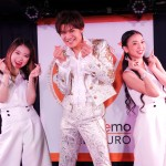 新浜レオンがスタンドマイクにダンサーをしたがえ、新曲「ダメ ダメ・・・」を初披露!