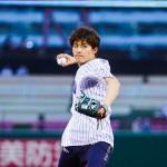新浜レオンが夢のマウンドに「本当に幸せでした」。プロ野球・始球式で会場からどよめき