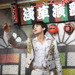 新浜レオンが配信ミニライブで新曲をアピール。両A面シングル「ダメ ダメ・・・/さよならを決めたのなら」のMVも公開され、俳優にも挑戦