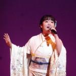 デビュー3周年を迎えた朝花美穂がコンサートを開催。新曲「姉弟役者」を熱唱