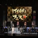 五木ひろしが50周年を記念して「ITSUKIフェス」を開催。新曲「日本に生まれてよかった」を全員で歌唱