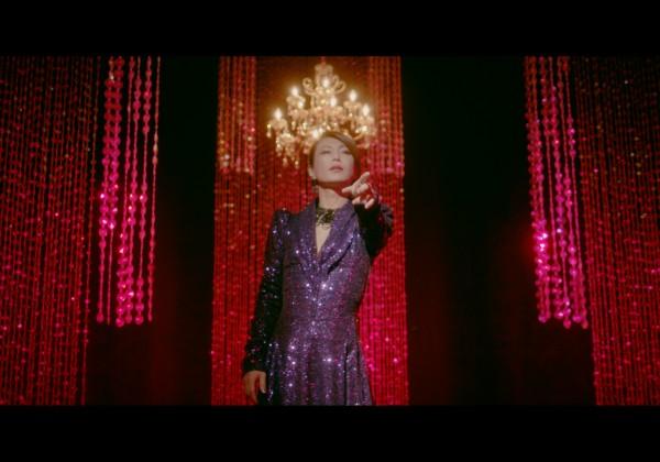 氷川きよし「紫のタンゴ」ミュージックビデオから