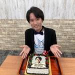 青山 新が21歳の誕生日にネットサイン会を開催。恩師や先輩の「おめでとう!」サプライズメッセージに感激