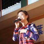 葉月みなみが新曲「許さないで…ねぇ」の発売記念コンサートで、「一曲一曲に心を込めて」