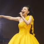 高橋由美子が思い出の地、日本青年館で30周年記念コンサートを開催。ヒット曲や新曲「風神雷神ガール」など全16曲を熱唱
