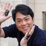 三山ひろしが恒例の「カブトムシお渡し会」で、東京五輪出場の佐藤翔馬選手にエール。「メダルを獲ったら、一緒にけん玉しましょう」