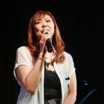 """吉幾三の秘蔵っ子、吉永加世子が8月21日に""""夏フェス""""を開催。ラジオだ! ライブだ! ヨシナガだ!"""
