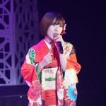 岩佐美咲が10年の歩み。10周年記念コンサートで全シングル曲やギターの弾き語り、そして新曲「アキラ」を初披露!