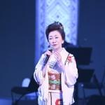 大月みやこが国立劇場で初コンサート。日本伝統芸能の殿堂で、「歌ひとすじ~出逢いに感謝~」と全25曲を披露