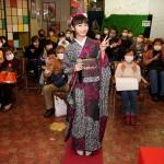 望月琉叶が東京・浅草ヨーロー堂で初めての有観客キャンペーン。「皆さんとお会いできてうれしい気持ちでいっぱい」
