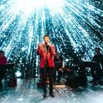 デビュー40周年の山川豊がバーチャル演歌。原点回帰の感動ステージ。亡くなった作詞家・里村龍一に捧ぐ大粒の涙も。