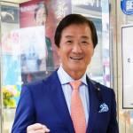「夢から新しい希望へ」。カラオケの元祖、金嶋昭夫が新曲「新宿しぐれ」で夢だった歌手デビュー